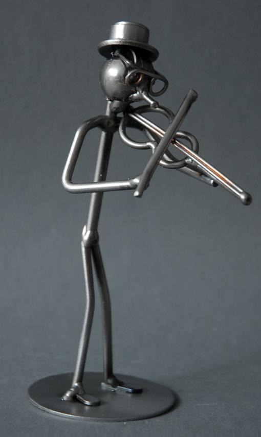 Geiger als Schraubenmännchen Drahtmännchen Drahtfigur Schraubenkunst Metallmännchen Metallfigur Metallkunst aus Eisen und Kupfer Design Hinz & Kunst