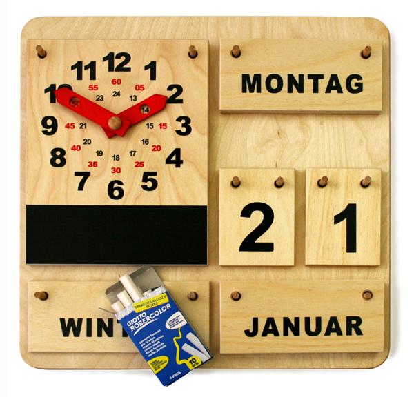 Holzkalender mit Aktionsuhr und Kreide (DE)